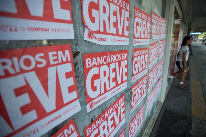 BRASÍLIA, DF, BRASIL, 30-09-2014, 09h30: Bancários entram em greve nesta terça-feira (30). (Foto: Marcelo Camargo/Agência Brasil)