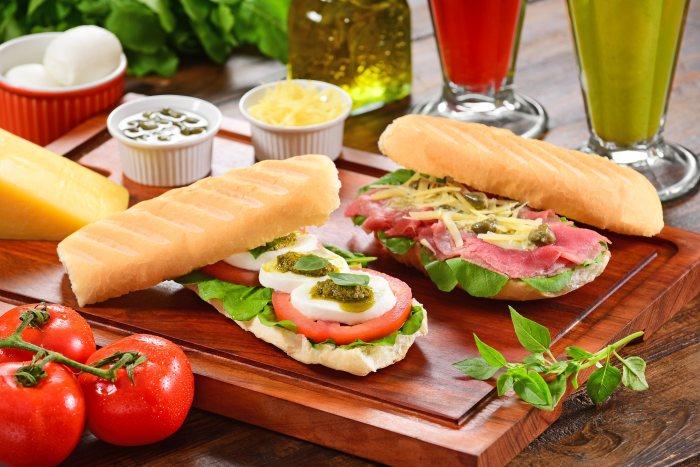 au-au-sanduiches-caprese-e-carpaccio