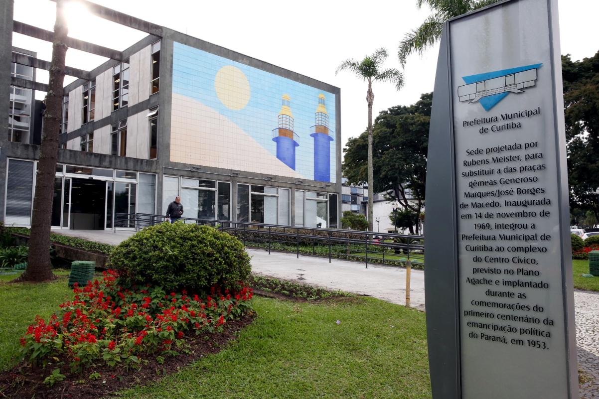 Confira o que abre e fecha no feriado de Páscoa em Curitiba #713022 1202x801